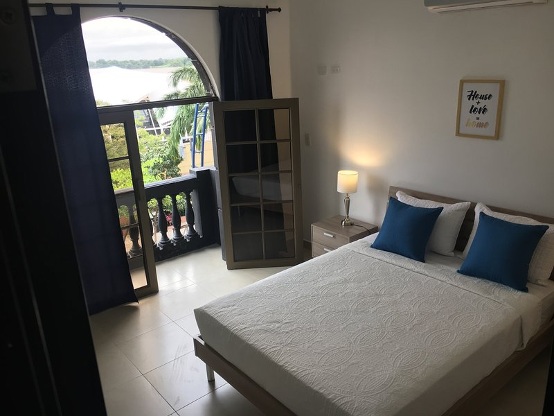 Black Castle-Guesthouse, casa vacanza a Guayaquil