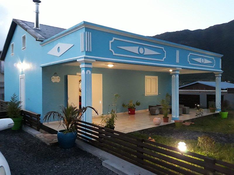 'Au Petit Bonheur' villa créole avec jacuzzi, holiday rental in Dos d'Ane