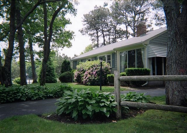 Three bedroom home located 1/2 mile to Nantucket Sound, location de vacances à South Harwich