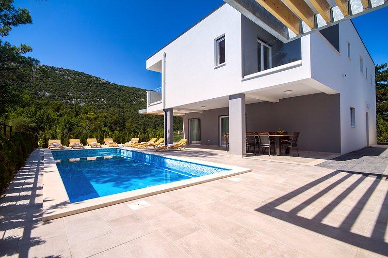Villa Tela avec piscine chauffée de 33 m², bain à remous, sauna et cuisine d'été