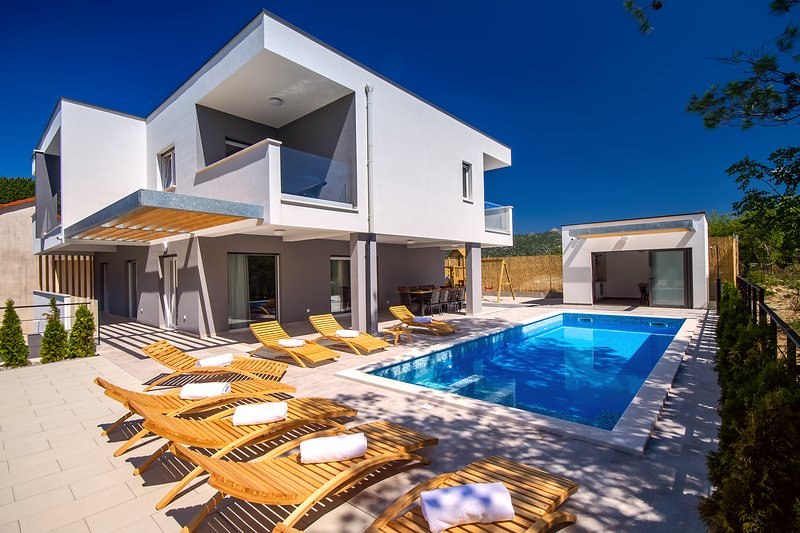 Villa TELA with heated pool & whirlpool, sauna, 4 bedrooms, 10 persons max, location de vacances à Kucice