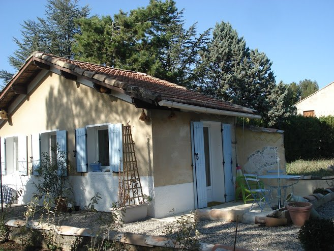 Small cottage in the middle of a large garden, vacation rental in Carpentras