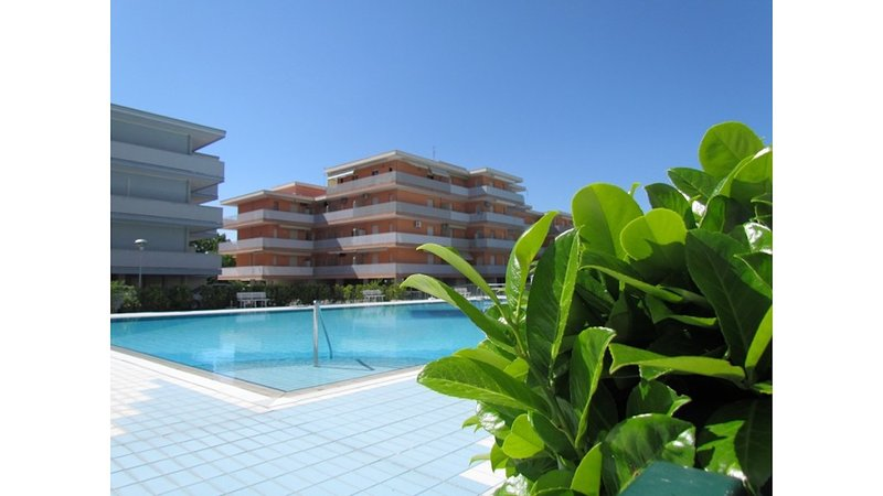 Great residence with 12 swimming pools!, holiday rental in Bevazzana