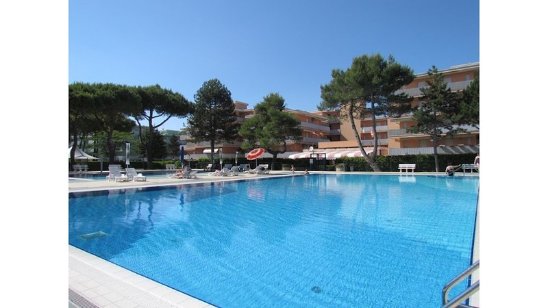 New 12 Swimming Pools Resort Two Bedrooms Apartment, holiday rental in Bevazzana