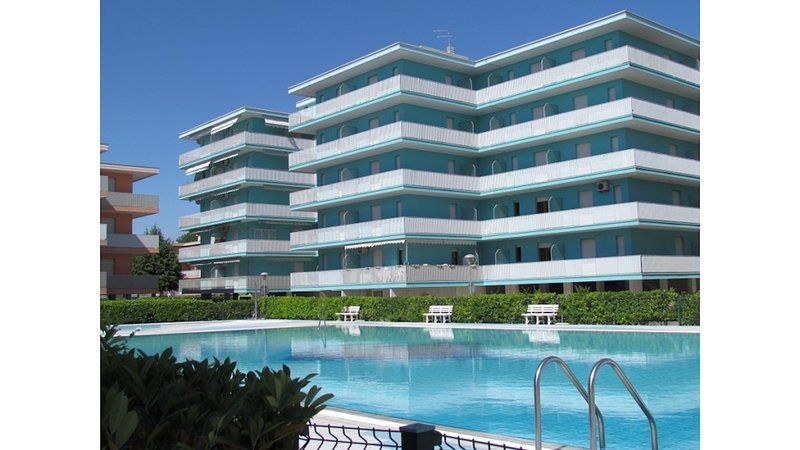 12 Swimming Pools Residence - Tennis - Volleyball - Children Area, holiday rental in Bevazzana