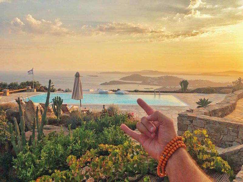 180° AegeanBlue Villa Ideal Retreat with Majestic Views, holiday rental in Psarrou