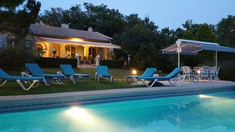 Villa provençale avec piscine et tennis privés, 4****étoiles, holiday rental in Alpes Maritimes