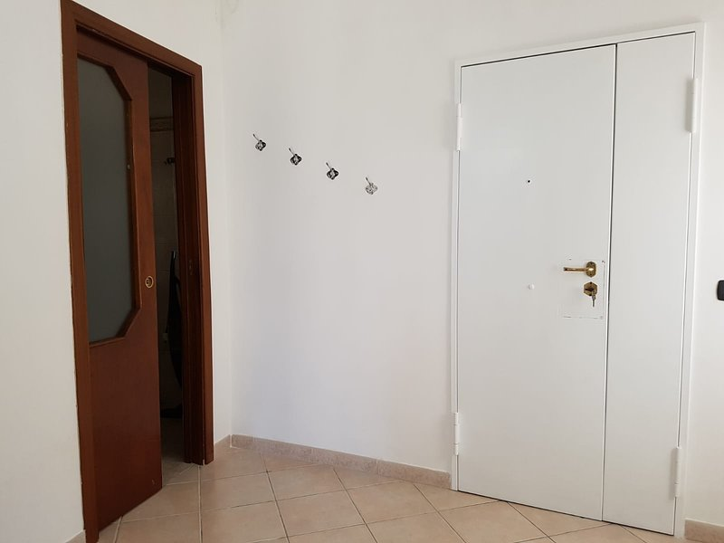 Entrance with a view of the bathroom door