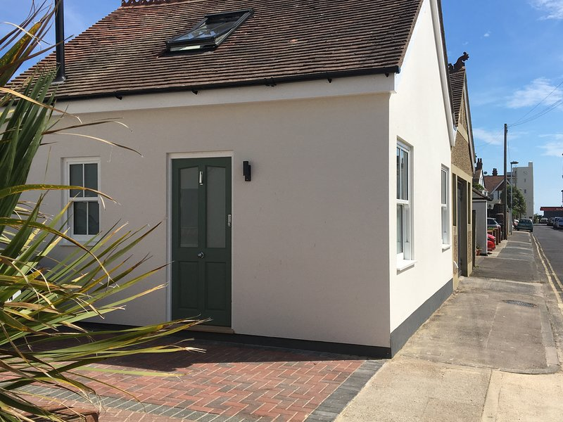 The Studio, holiday rental in Tarring