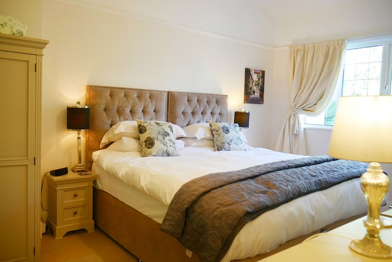 Main bedroom is spacious and bright and has a bed that can be a super king (UK size) or two singles.