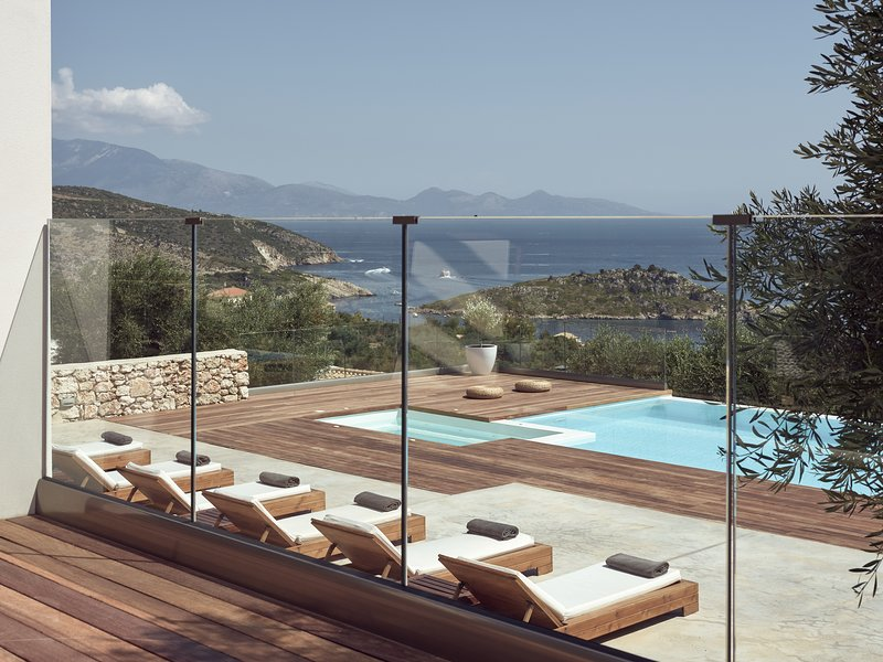 Private Villa with stunning views, secluded Pool and Jacuzzi, holiday rental in Varvara