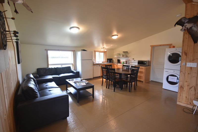 Timberland Lodges - Tamarac Upper Suite, holiday rental in Saskatchewan