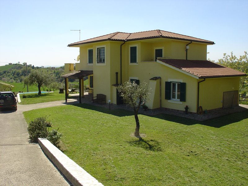 Villa Sabina: guests have private use of the garden, portico and pool