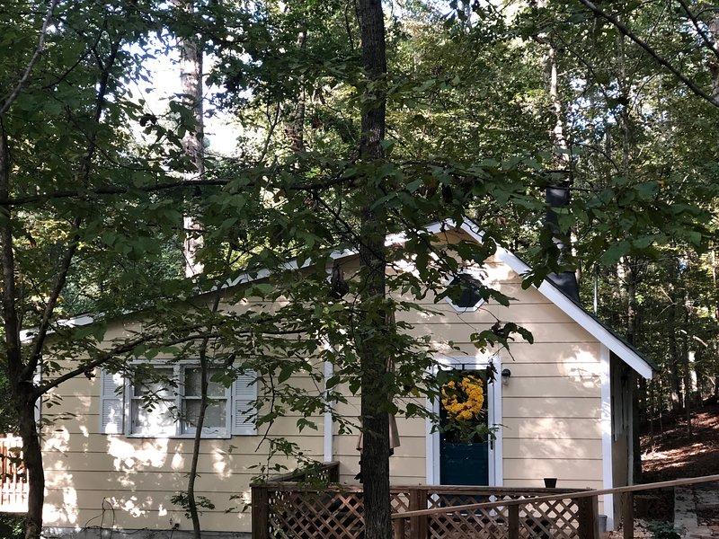 Cottage On Beech Haven, 4 miles from UGA Campus, alquiler de vacaciones en Winterville