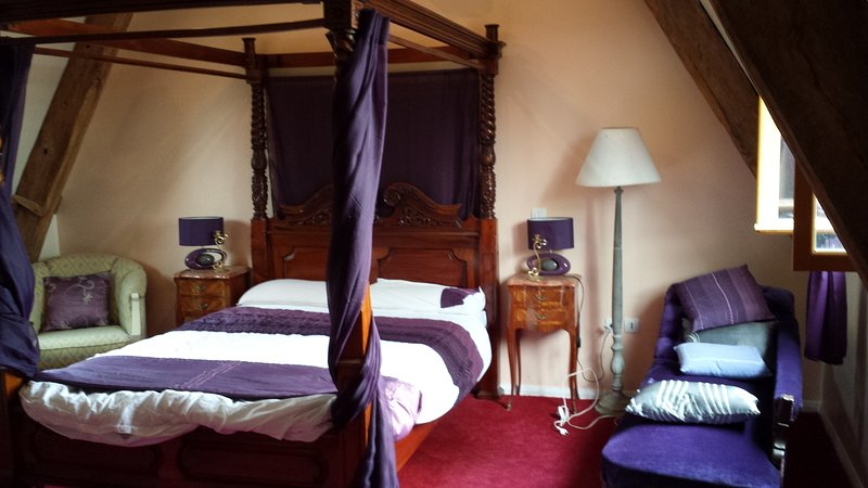 Four (Double) bedroom house, sleeps eight adults., location de vacances à Les Cresnays