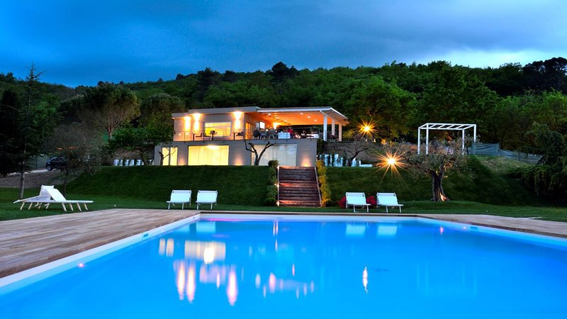 Detached Villa, Restaurant/Lounge Bar, Pool, WiFi, Spoleto centre - 9 kms, holiday rental in Spoleto