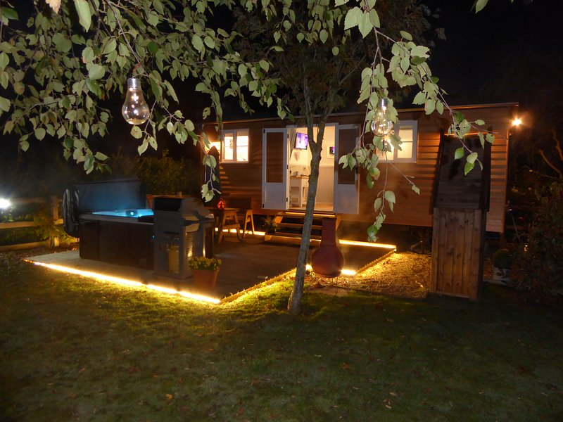 Barleywood Shepherds Hut and Hot Tub South Creake North Norfolk, location de vacances à East Rudham
