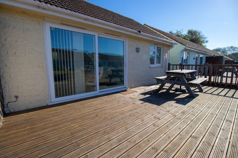 The Beach Side - Just One Hundred Yards From The Beach - Seaview, location de vacances à Nettlestone