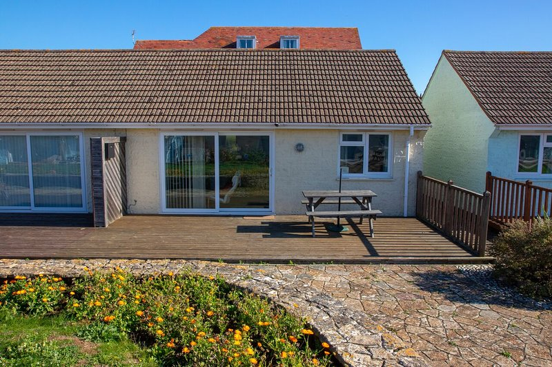 The Beach Side - Just One Hundred Yards From The Beach, holiday rental in Seaview