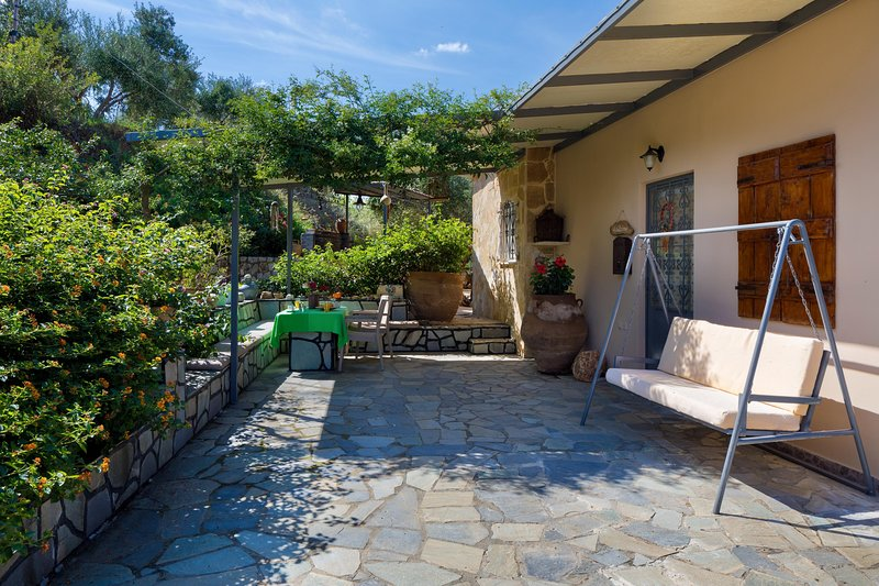 The Olive House - A nest of Nature & Tranquility, vacation rental in Platanias