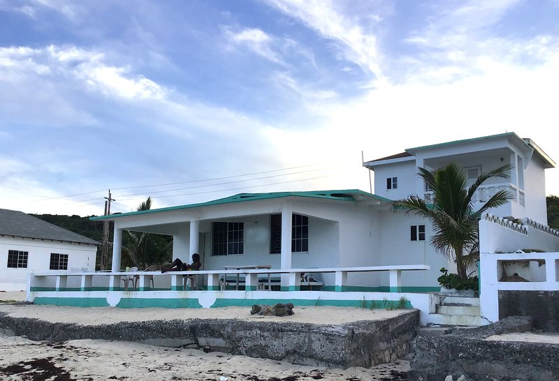 Shores A'Swell - Beach House, holiday rental in Saint Thomas Parish