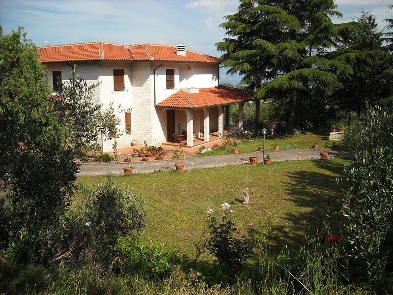 Appartamento in villa: portico, vista, piscina, bbq, wifi, vicino Perugia., location de vacances à Montelaguardia