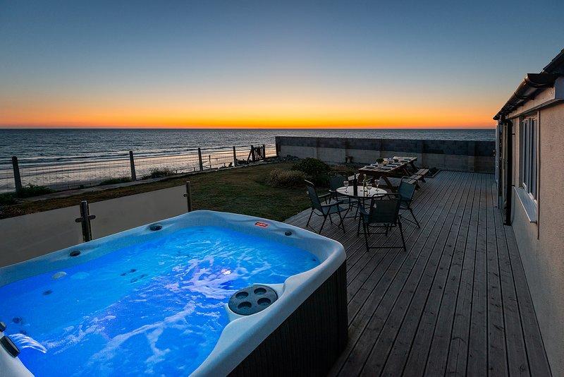 Sound of the Sea Beach Bungalow with hot tub, aluguéis de temporada em Tywyn