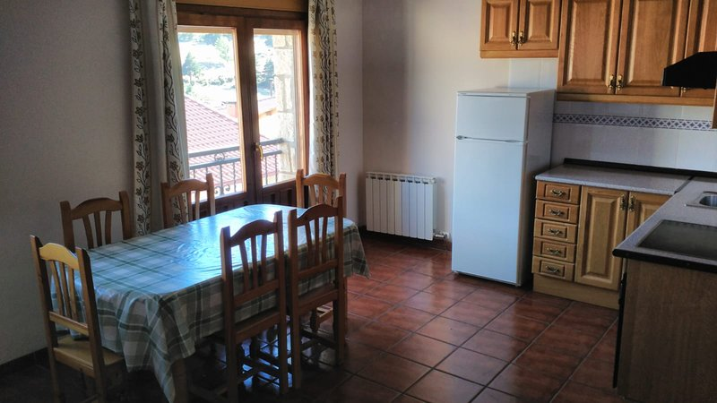Beautiful apartment with terrace, vacation rental in Noguera de Albarracin