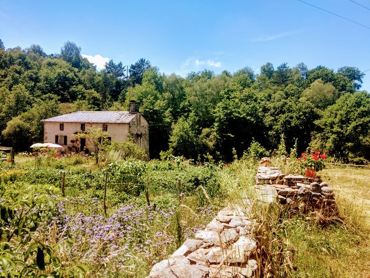 The old watermill with flower garden, river and pasture .. On the other side is the terraced campsite.