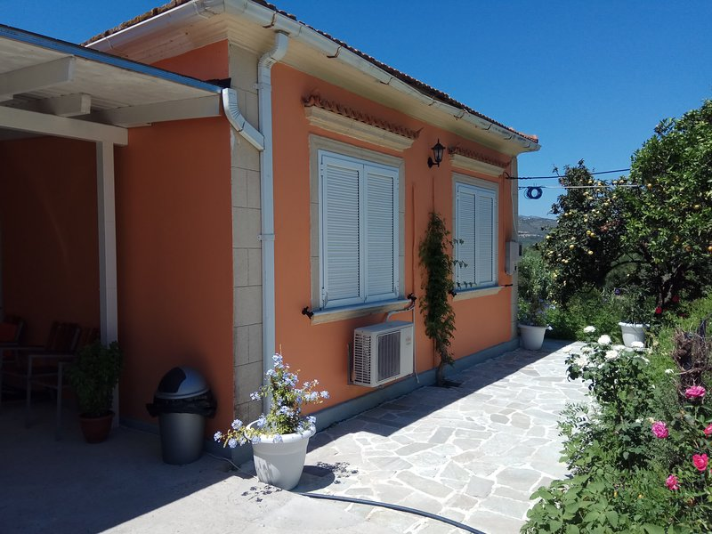 Monte Caputo Holiday House 6pax, holiday rental in Alykes