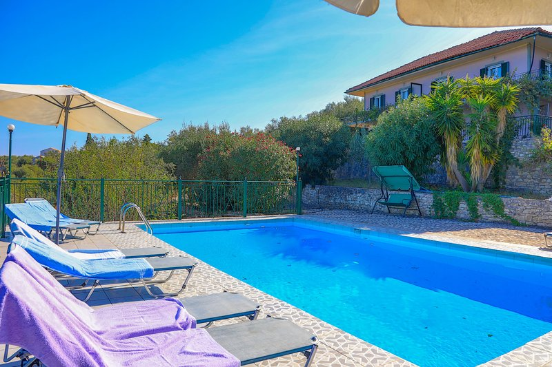 Antigoni Villa Tria: Lovely shared pool, stunning sea views, vacation rental in Loggos