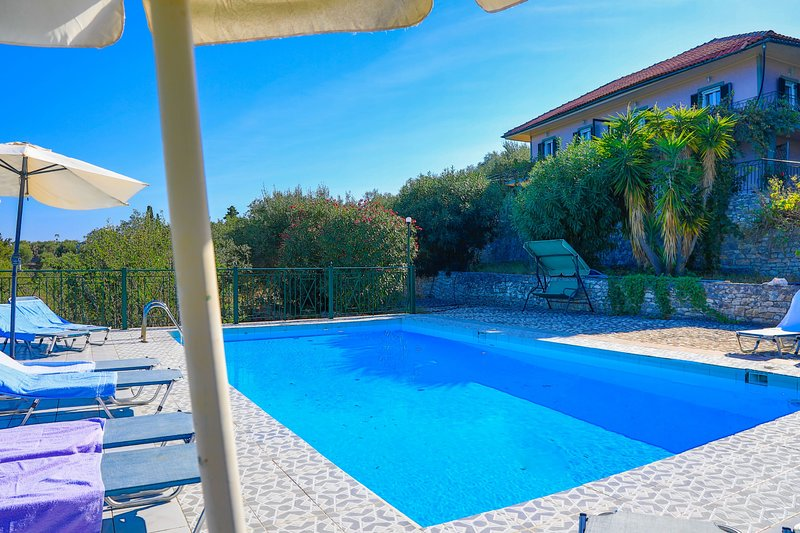 Antigoni Villa Dio: Shared Pool, A/C, sea views, vacation rental in Loggos
