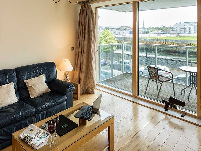 AMAZING RIVER VIEWS-STYLISH 2BR APT IN DUBLIN-4!!, vacation rental in Howth