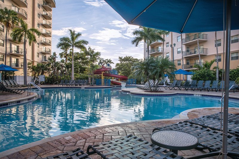 Wyndham Palm Aire Resort, Areca Building, 2 Bedroom Deluxe, Sleeps 8, 1310 sqft, location de vacances à North Lauderdale