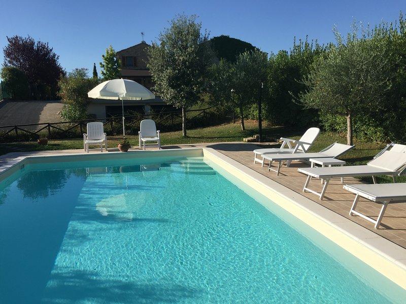 Villa con piscina privata e vista mare, casa vacanza a Montecosaro