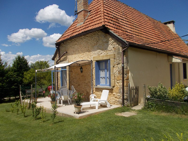 Charming stone cottage, vacation rental in Montignac