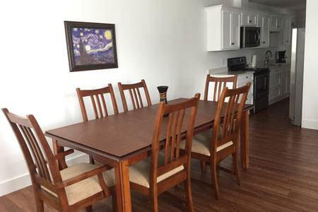 Apartment 202 · Spacious downtown delight, campus access, location de vacances à Bloomington