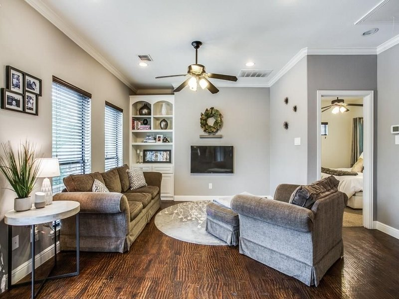2 Bedroom Private Guest Suite in the <3 of Dallas, holiday rental in Dallas