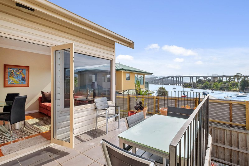 Manfield City Waterfront View Cottage Tasmania, vacation rental in Rosny Park