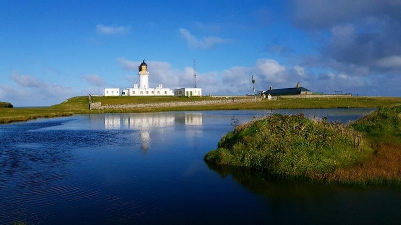 Il cottage del Lighthouse Keeper si trova nel parco del faro di Noss Head, nel nord della Scozia