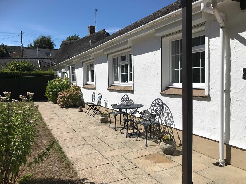 Long Cottage - walking distance to the Jurassic coast beach of Seatown