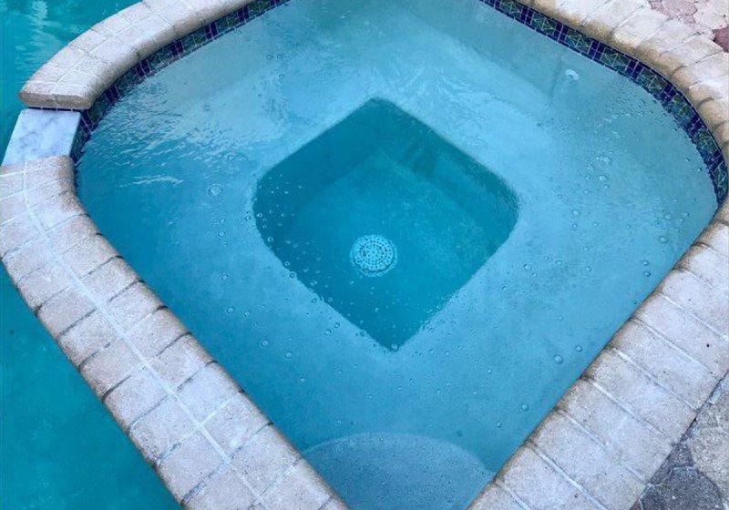 ¡Una de las muchas comodidades de esta casa es tener su propia piscina privada!