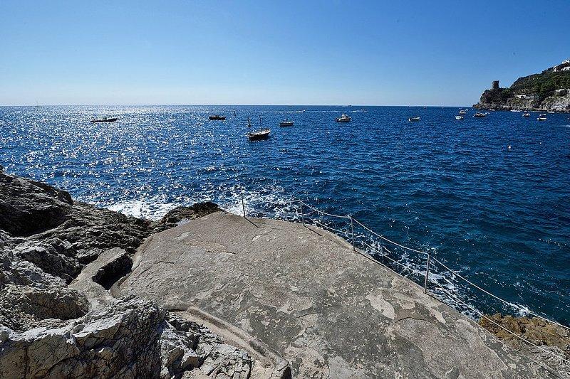 Praiano Villa Sleeps 8 with Pool Air Con and WiFi - 5228759, vacation rental in Fiordo di Furore
