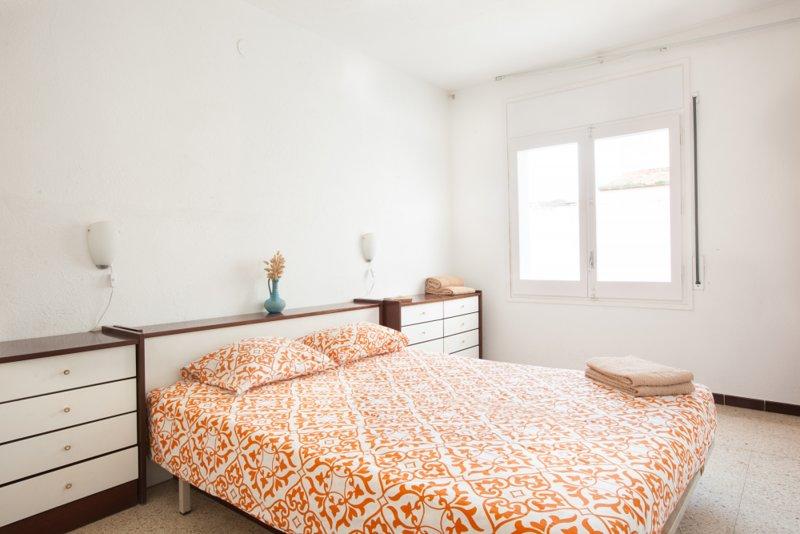 Apartment w terrace, quiet street!, alquiler vacacional en Cadaqués