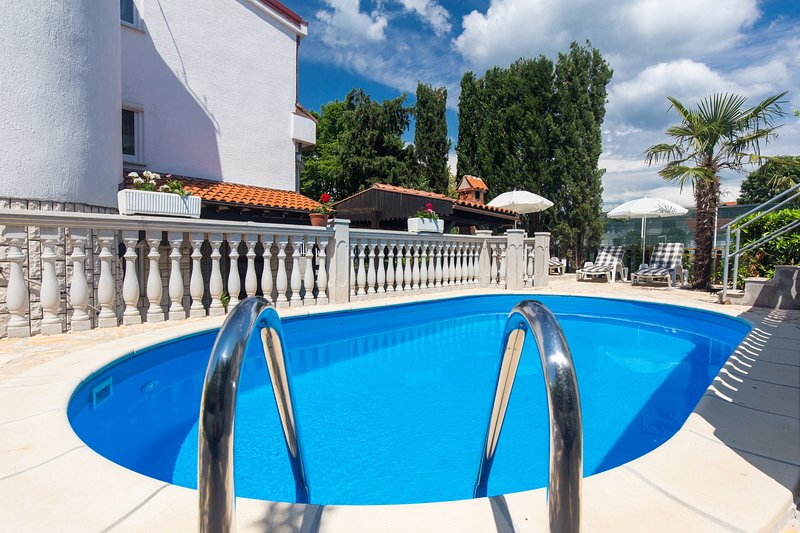 Studio for two with common swimming pool 300, vacation rental in Malinska