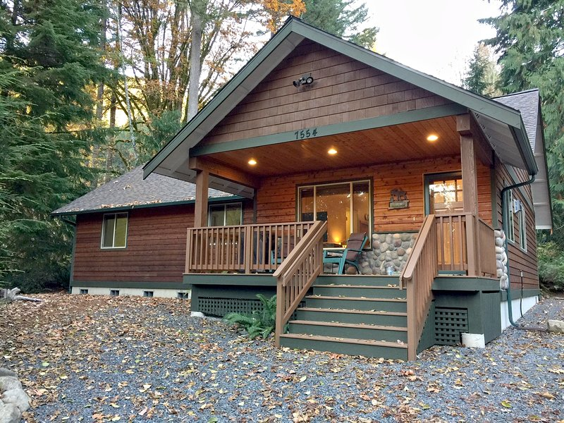 65GS - Hot Tub - Wi-Fi - Pets Ok - BBQ, holiday rental in Cultus Lake