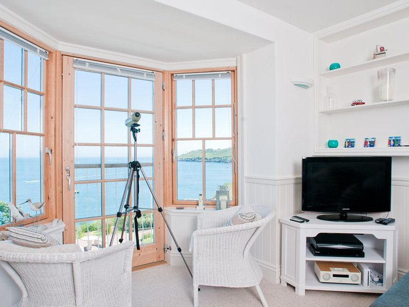 5 PROSPECT HOUSE, sea views, swimming pool, Juliet balconies, tennis court, vacation rental in Beesands