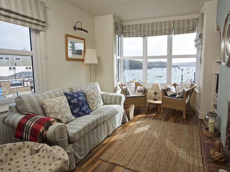 SLIPWAYS, central Salcombe, estuary views, gas fire, parking, holiday rental in East Portlemouth