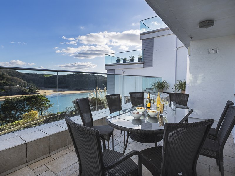 2 HAMSTONE COURT, central Salcombe, estuary views, furnished terrace, wifi., holiday rental in East Portlemouth