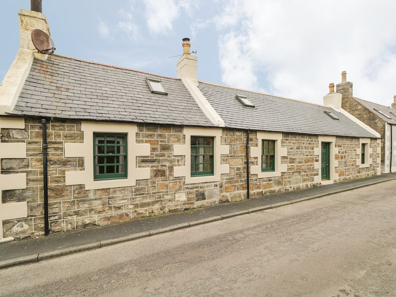 83 SEATOWN, woodburners, sloping ceilings, in Cullen, location de vacances à Portsoy